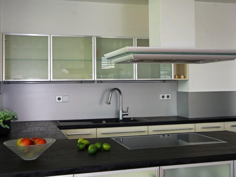 Kamnite plošče lahko odigrajo glavno vlogo v zasnovi vaše kuhinje